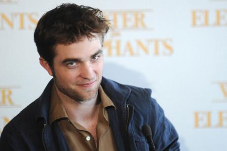 Robert Pattinson Singing on Robert Pattinson Singing Live